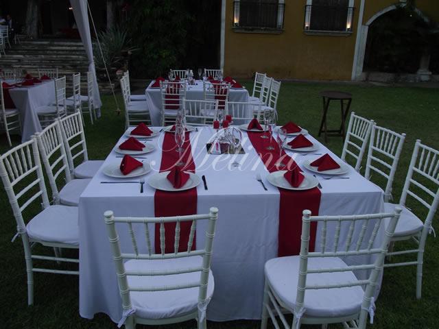Mesas y sillas decoradas en Mérida
